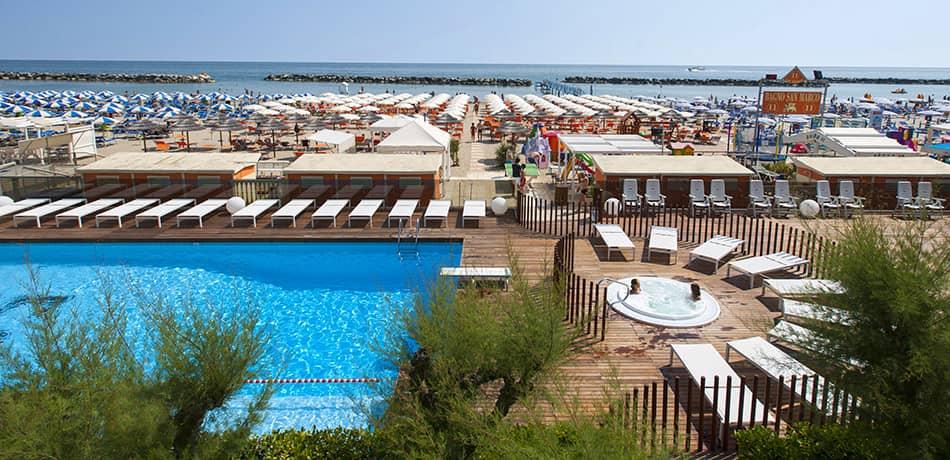 hotel bellaria piscine