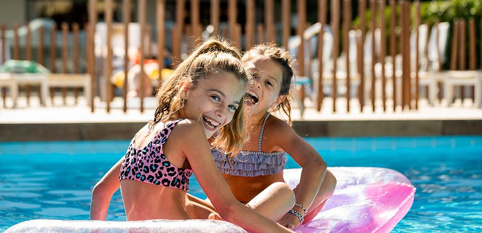 hotel bellaria piscina